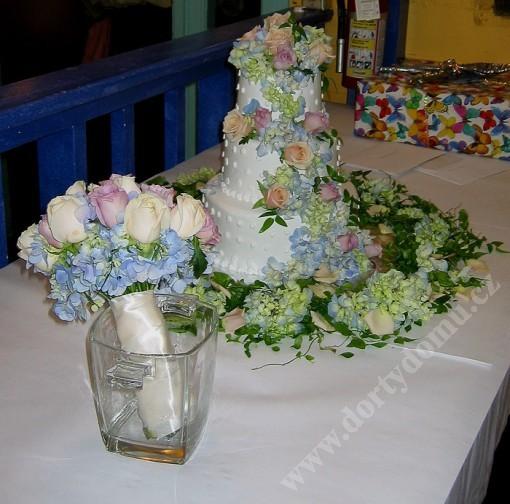8aranzma-kytice-svatebni-dort.jpg