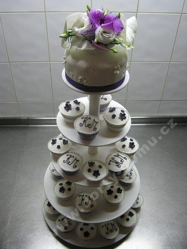 cupcake-sestava-monogram-kvety.jpg