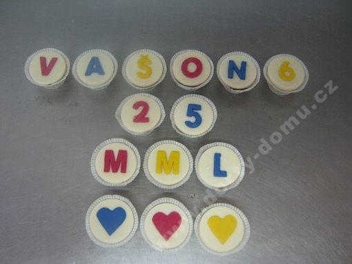 cupcakes-s-pismeny-v-marcipanu.jpg