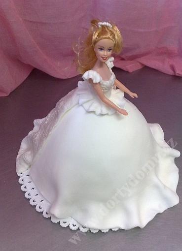 depa17-dort-barbie-v-marcipanu-se-stribrnou-vleckou_mfyz4.jpg