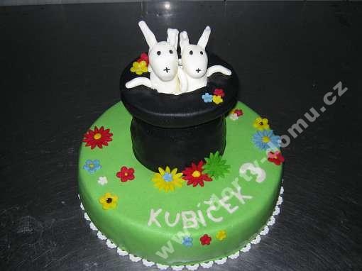 depo143-dort-kralici-v-klobouku-na-dortu.jpg