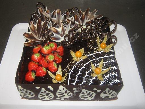 dort-ctverec-cokoladovy-physalis-jahody.jpg
