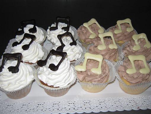 dort-cupcake-noty.jpg