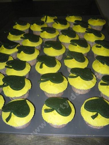 dort-cupcake-s-listky.jpg