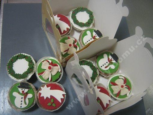 dort-cupcakes-s-marcipanovymi-motivy.jpg