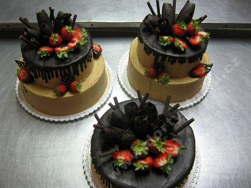 dort-excluzivni-s-jahodami-a-horkou-cokoladou.jpg