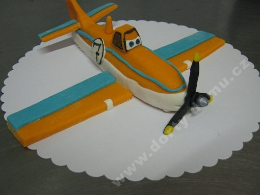 dort-figurka-letadlo-prasek.jpg