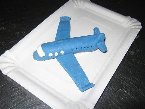 dort-figurka-marcipanove-letadlo.jpg