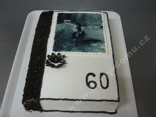 dort-kniha-zavrena-jedla-fotografie.jpg