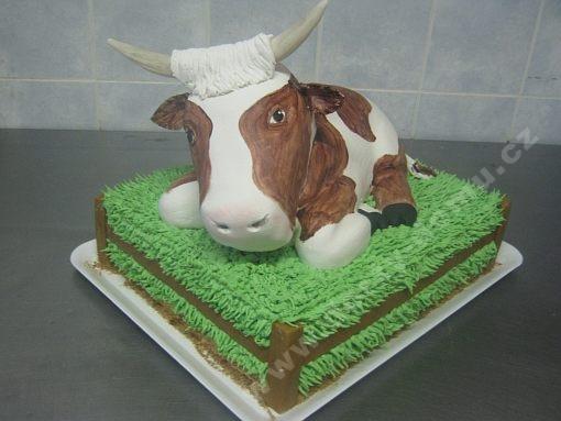 dort-krava-marcipanovy-v-ohrade.jpg