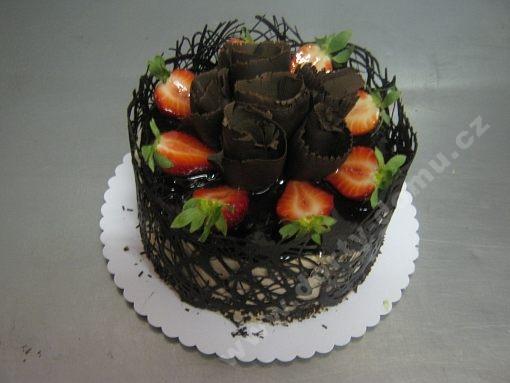 dort-kulaty-exclusive-cokolada-a-jahody.jpg