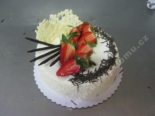 dort-kulaty-narozeninovy-zdobeny-ovocem.jpg