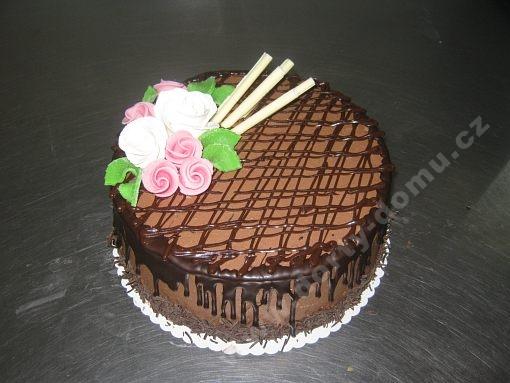 dort-narozeninovy-kulaty-cokoladou-zdobena.jpg