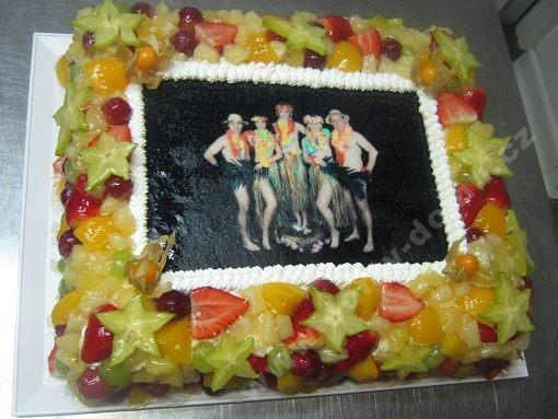 dort-obdelnik-s-ovocem-a-fotografii.jpg