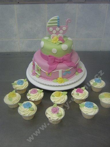 dort-patrovy-ke-krtinam-pro-holcicku-s-cupcakes.jpg