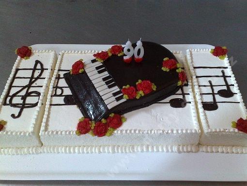 dort-piano-noty-ovoce.jpg