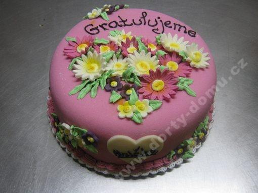 dort-ruzovy-kvetiny-marcipan.jpg