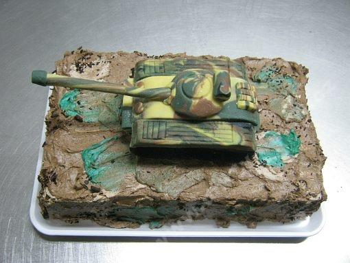 dort-vojensky-tank-na-dortu-marcipan.jpg