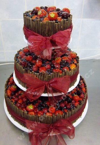 ov41-dort-tripatrovy-s-belgickou-cokoladou-a-ovocem-na-stojanu.jpg