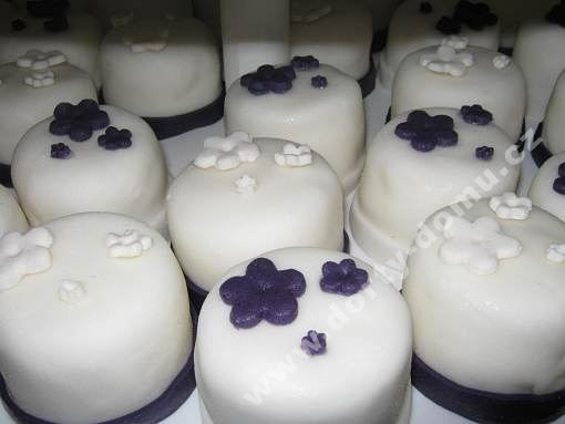 ps51-cupcake-v-marcipanu.jpg