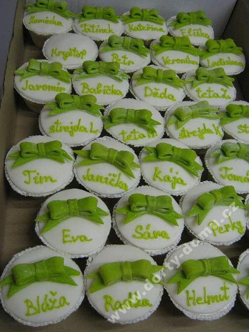 ps53-cupcakes-s-marcipanovym-povrchem-a-jmeny.jpg