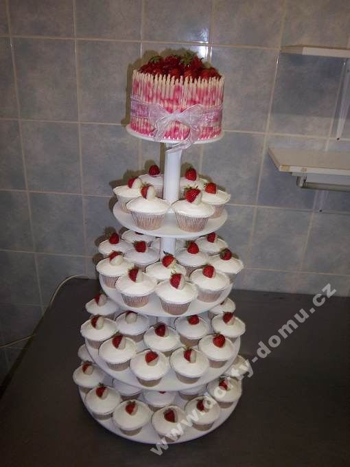ps58-cupcake-s-jahodami.jpg