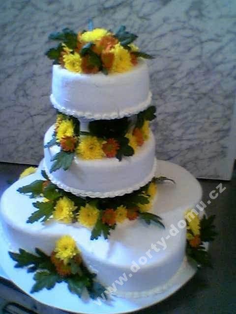 sl36-dort-tripatrovy-tvaru-kvetiny-s-zivymi-kvety.jpg