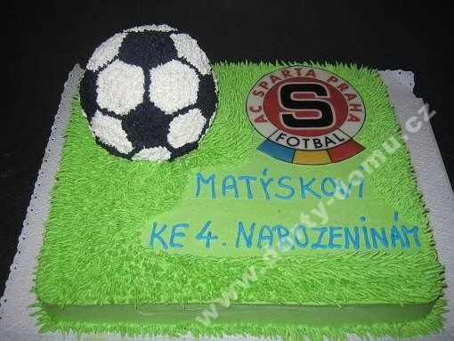 spf27-dort-mic-na-travniku-s-logem-klubu.jpg