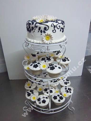 svc26-svatebni-cupcakes-s-kopretinami.jpg