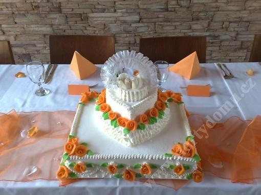 svj04-svatebni-dort-obdelnik-s-holubicemi.jpg