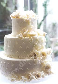 svp100-svatebni-dort-tripatrovy-bezovy.jpg