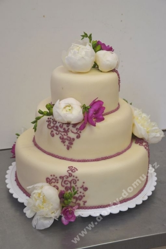 svp130-svatebni-dort-beige-sezonni-kvety.jpg