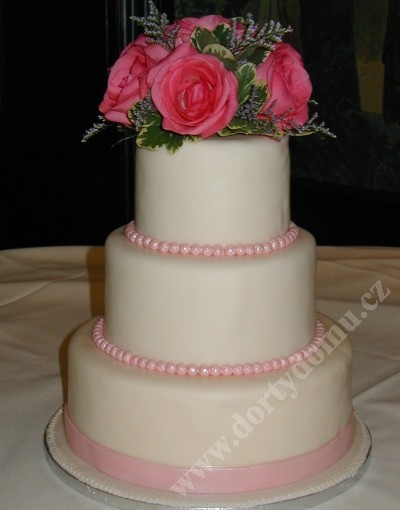 svp78-svatebni-dort-s-ikebanou-kvetu.jpg