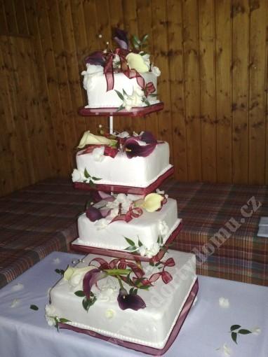 svpl06-svatebni-dort-gala-s-zivymi-kvety.jpg