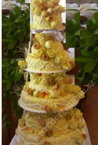 svpl24-svatebni-dort-s-ruzemi-lysofil.jpg