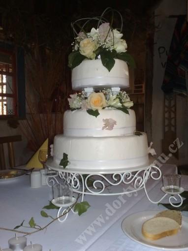 svr03-svatebni-dort-s-lesklou-stuhou.jpg