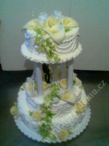 svr22-svatebni-dort-marcipanove-kaly.jpg