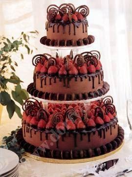 svs15-svatebni-dort-cokoladovy-s-jahodami-a-dekorem.jpg