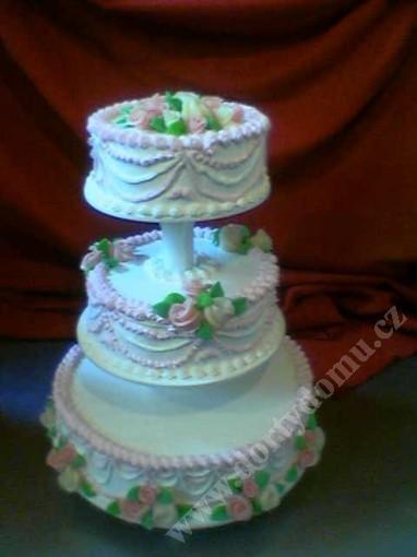 svs19-svatebni-dort-s-ruzovymi-maslickami.jpg