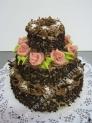 na52-dort-cokoladovy-tripatrovy-s-ruzemi_hj4lg.jpg