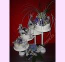 sva02-svatebni-dort-fialove-aranzma.jpg