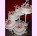 sva15-svatebni-dort-s-umelymi-kvitky.jpg