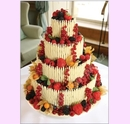 svo07-svatebni-dort-s-ovocem-v-bile-cokolade.jpg