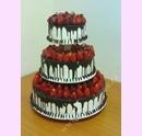 svo10-svatebni-dort-s-jahodami-a-cokoladovou-polevou.jpg