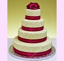 svp05-svatebni-dort-s-dekoracni-stuhou.jpg