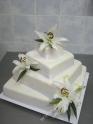 svp131-svatebni-dort-poschodove-lilie.jpg