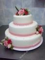 svp132-svatebni-dort-romanticky-s-kvety-a-perlickami.jpg