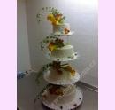 svpl19-svatebni-dort-s-kvety-a-tylem.jpg