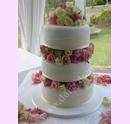 svs06-svatebni-dort-s-ruzemi-a-latkovou-masli.jpg