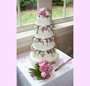 svs07-svatebni-dort-ruzovofialove-ruze.jpg